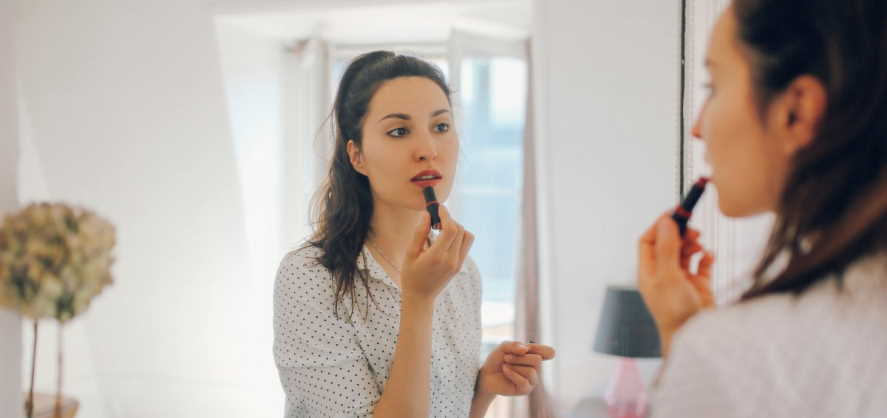 wear makeup at workplace